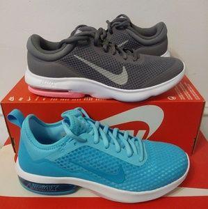 Women's Size 7.5 Nike Shoes